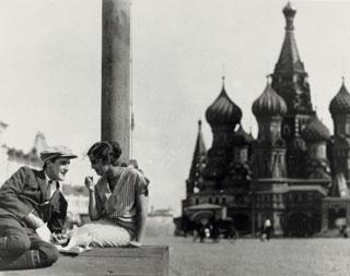 la-vendeuse-de-cigarettes-du-mosselprom-3.jpg